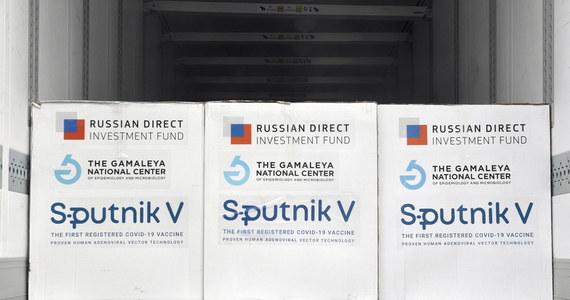 Europejska Agencja Leków (EMA) wezwała członków Unii Europejskiej do powstrzymania się od wydawania krajowych zezwoleń na rosyjską szczepionkę COVID-19 Sputnik V. Dodano, że agencja dokonuje przeglądu bezpieczeństwa i skuteczności preparatu.