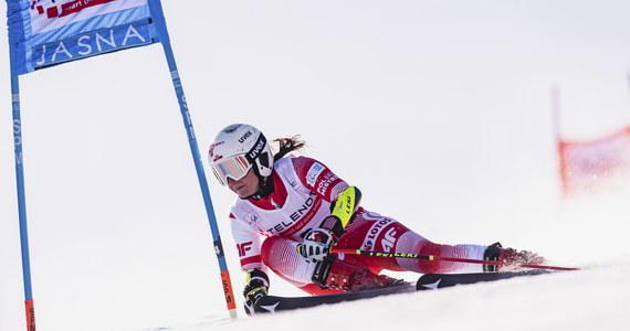 Maryna Gąsienica-Daniel, która w niedzielę z powodu upadku nie ukończyła drugiego przejazdu slalomu giganta alpejskiego Pucharu Świata w Jasnej na Słowacji, poinformowała w poniedziałek, że doznała urazu żeber.