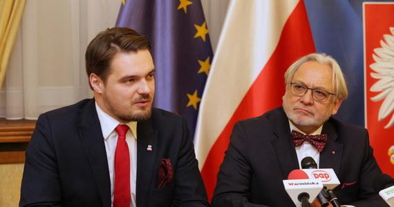 Michał Wypij i Wojciech Maksymowicz - to dwaj posłowie Porozumienia, którzy zagrozili odejściem z sejmowego klubu Prawa i Sprawiedliwości - ustaliła Interia. Mają to zrobić,  jeśli Warmia i Mazury nie uzyskają od rządu dodatkowych środków na przetrwanie lockdownu.