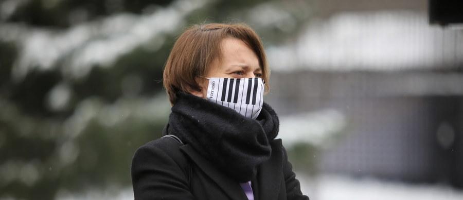 """""""Wielokrotnie mówiłam, że ja chcę konkurować - i na rynku pracy, i także w polityce - kompetencjami, umiejętnościami, a nie tym, że noszę sukienkę, a nie spodnie"""" - mówiła w Polsat News była wicepremier Jadwiga Emilewicz. """"Parytety są dla mnie raczej takim pomysłem dehumanizującym kobiety"""" - dodała posłanka Zjednoczonej Prawicy."""