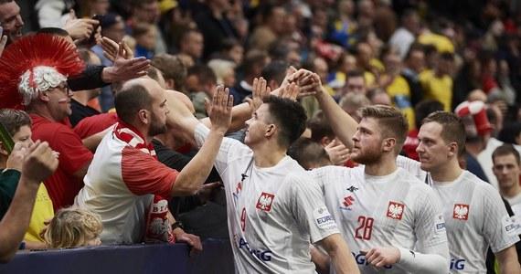 Reprezentacja polskich piłkarzy ręcznych rozgra wieczorem trzeci mecz eliminacji Mistrzostw Europy. Po dwóch zwycięstwach nad Turcją odniesionych w styczniu pora na o wiele trudniejszy, wyjazdowy pojedynek ze Słowenią. Mecz w Celje o 20:10. Biało-czerwoni na miejsce dotarli autokarem.
