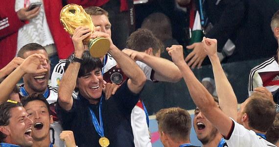 Trener piłkarskiej reprezentacji Niemiec Joachim Loew zapowiedział, że po Euro 2021 zakończy współpracę z kadrą naszych sąsiadów. Joachim Loew jest szkoleniowcem Niemców od 2006 roku. Kontrakt Loewa miał obowiązywać do mundialu w Katarze w 2022 roku, ale 61-latek poprosił o jego skrócenie.