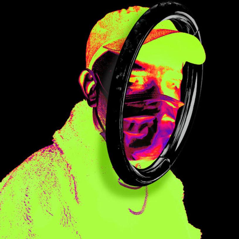 """O czym przekonuje przemyślana i spójna brzmieniowo płyta Da Vosk Docta? O tym, że """"wygrzane"""" płyty warto robić z chłodną głową na karku. I że generyczne bity z taśmociągu kastrują młodych raperów. Ci powinni szukać muzyki na bandcampach twórców muzyki elektronicznej. Najlepiej takich, którzy od lat pracują na renomę."""