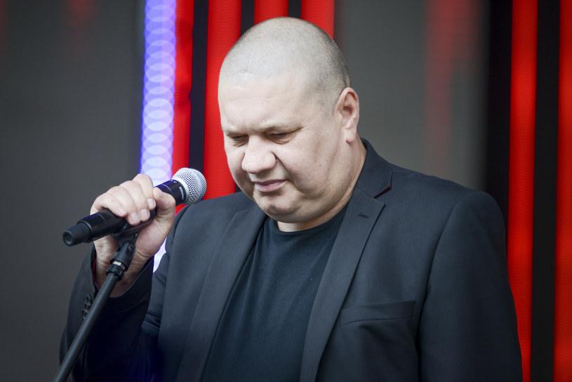 Marek Dyjak jest zmuszony sprzedać swój ulubiony samochód. To kolejny przedstawiciel branży muzycznej, którego dotknął kryzys wywołany przez pandemię koronawirusa.