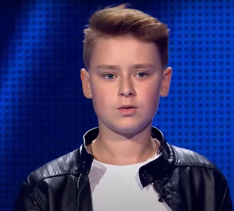 """Znany z pierwszej edycji """"The Voice Kids"""" Kuba Krajkowski prezentuje swój nowy singel """"Bądź przy mnie"""". 16-latek jest autorem muzyki i współtwórcą tekstu."""