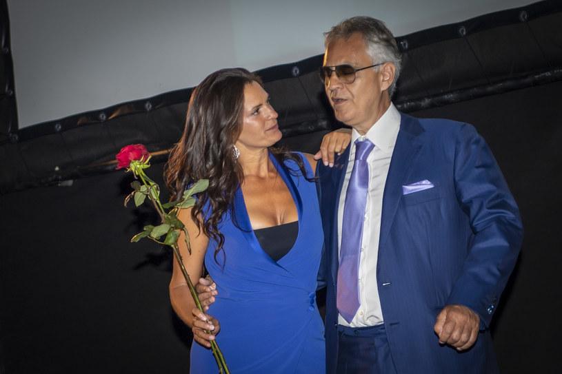 Słynny włoski tenor Andrea Bocelli w towarzystwie swojej żony Veroniki Berti oraz ich 9-letniej córki Virginii przyleciał do Warszawy. Co będzie porabiał w Polsce?