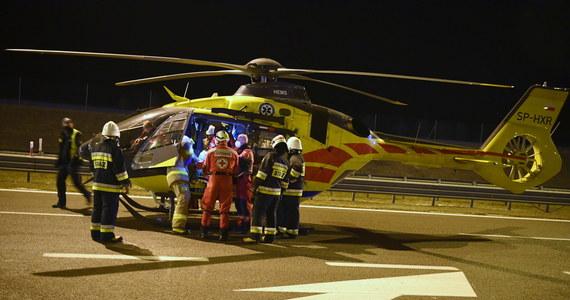 """Tragedia na trasie w Starym Sączu w Małopolsce. Na krajowej """"87"""" zderzyły się czołowo dwa auta. Nie żyją dwie kobiety, 3 rannych trafiło do szpitala."""