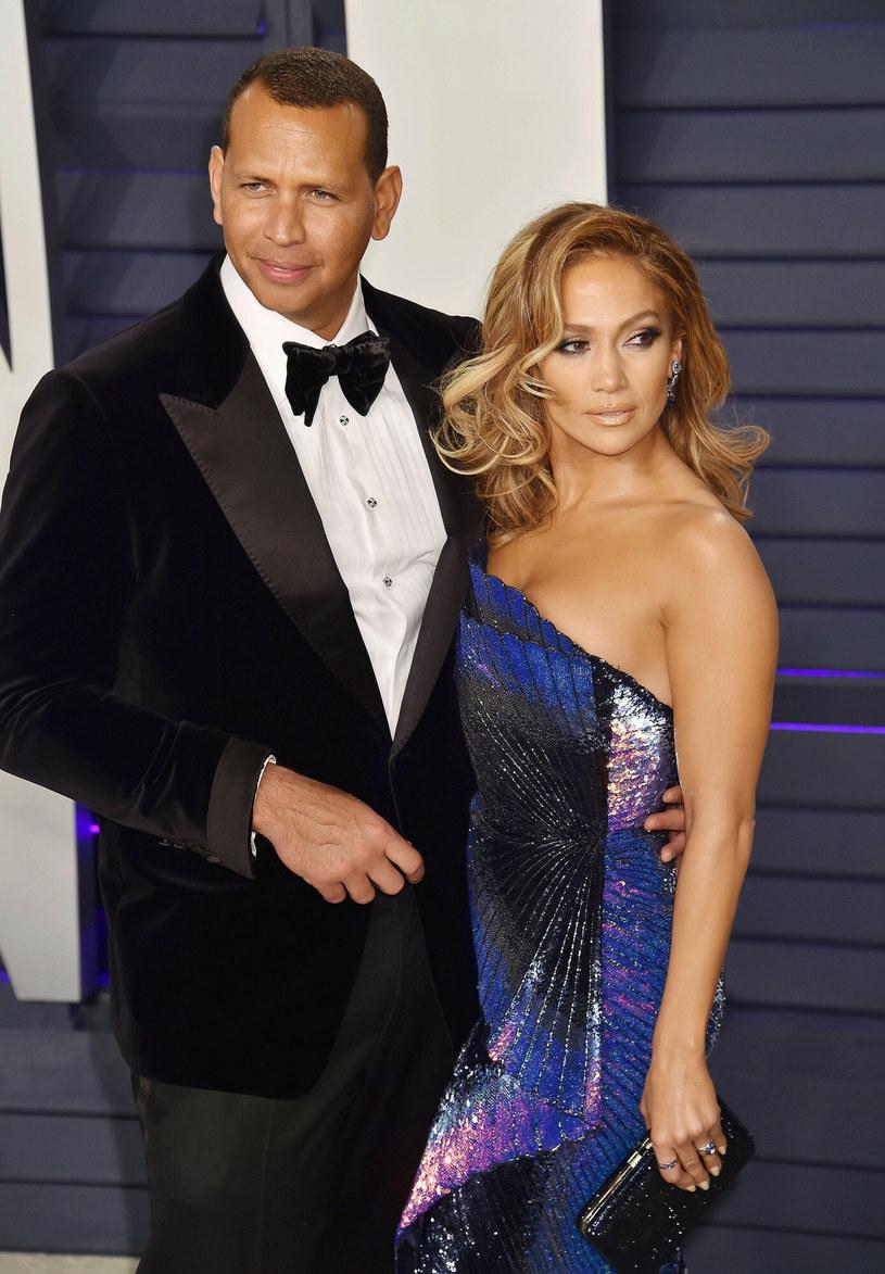 Amerykańskich media spekulowały, że Jennifer Lopez i Alex Rodriguez nie są już parą. Wokalistka i jej partner tym razem potwierdzili, że ich związek dobiegł końca.
