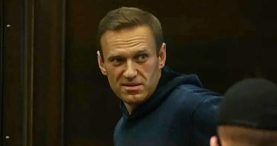 Aleksiej Nawalny potwierdził dziś, że jest w kolonii karnej w Pokrowie w obwodzie włodzimierskim. Informacja o tym ukazała się na Instagramie opozycjonisty. Od rana przed kolonią karną dyżurowali jego adwokaci, licząc na widzenie z nim.