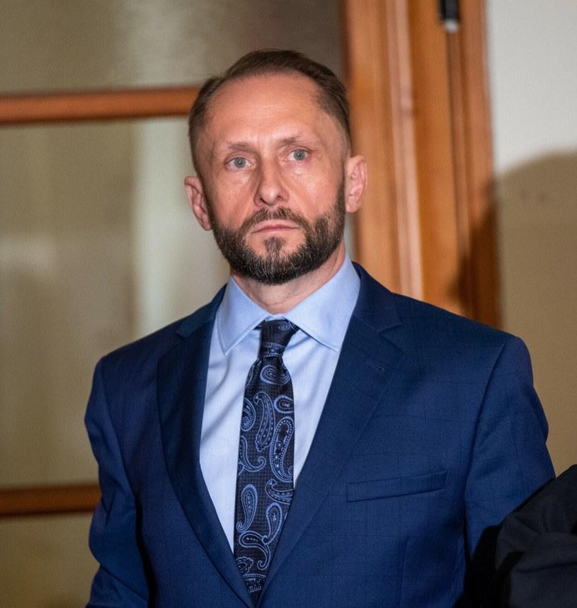 Sąd Rejonowy w Piotrkowie Trybunalskim we wtorek ma ogłosić wyrok w procesie Kamila Durczoka, który w 2019 r. będąc pod wpływem alkoholu spowodował kolizję drogową. Prokuratura zażądała dla oskarżonego kary 2,5 roku pozbawienia wolności.