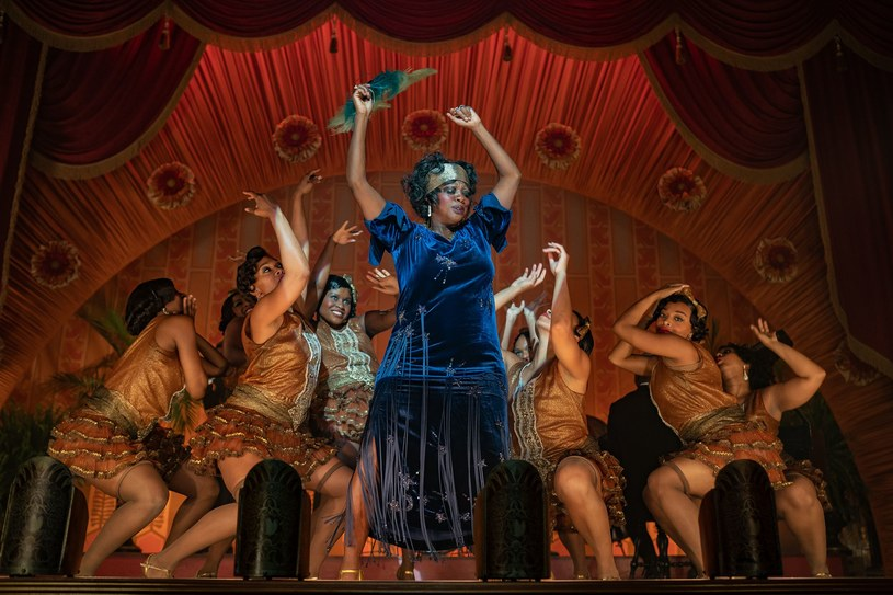 """Przyznana Mii Neal i Jamice Wilson nominacja do Oscara w kategorii """"najlepsza charakteryzacja i fryzury"""" to wydarzenie historyczne. Są one bowiem pierwszymi Afroamerykankami, które wyróżniono w tej kategorii. Nominację przyniosła im praca na planie filmu """"Ma Rainey: Matka bluesa"""". Mia Neal pełniła na nim rolę kierowniczki działu fryzur, Jamika Wilson była z kolei stylistką fryzur."""