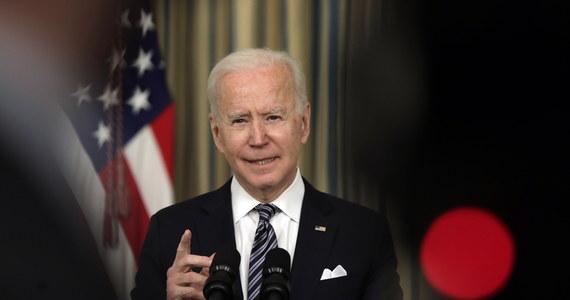 Prezydent USA Joe Biden oznajmił, że przywódca Rosji Władimir Putin zapłaci cenę za ingerencję w zeszłoroczne wybory w Stanach Zjednoczonych i próbę przechylenia ich wyniku na korzyść ubiegającego się wówczas o reelekcję Donalda Trumpa. W wywiadzie dla telewizji ABC News Biden powiedział także, że uważa, iż Putin jest zbójcą.