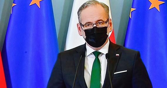 Za nami konferencja ministra zdrowia Adama Niedzielskiego. Potwierdziły się informacje RMF FM - obostrzenia obowiązujące dotychczas w województwach z najwyższą liczbą zakażeń zostały rozszerzone na całą Polskę. Lockdown zostanie wprowadzony w sobotę 20 marca i będzie obowiązywał do 9 kwietnia.