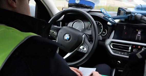 Policyjny pościg za kierowcą bmw w Warszawie. Kierowca nie zatrzymał się do kontroli i zaczął uciekać.