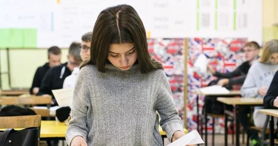Trwają próbne egzaminy ósmoklasisty organizowane przez Centralną Komisję Egzaminacyjną. Dziś uczniowie zmierzą się z matematyką. Tuż po godz. 9 na RMF24 znajdziecie arkusze egzaminacyjne.