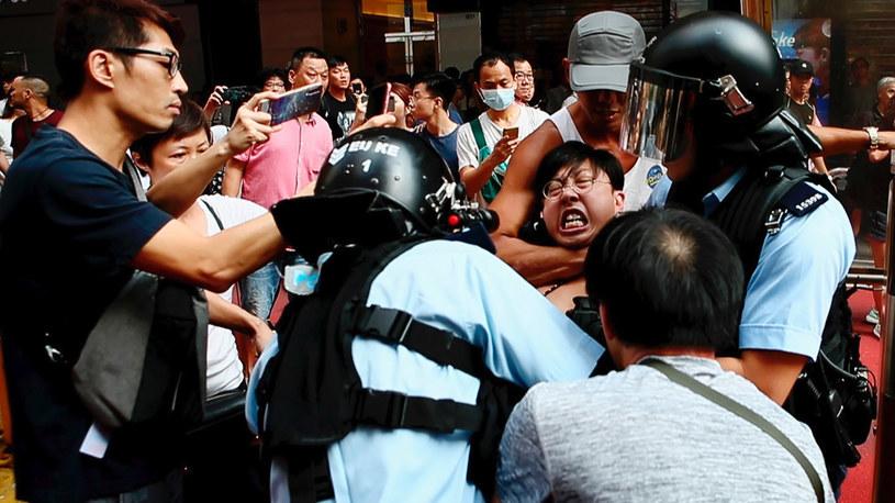 """Jak informuje portal """"Variety"""", chińskie władze poleciły miejscowym mediom, by nie transmitowały na żywo ceremonii rozdania Oscarów i jedynie częściowo poinformowały o laureatach. To odpowiedź wydziału propagandy Komunistycznej Partii Chin na nominację filmu """"Do Not Split"""" w kategorii dla najlepszego krótkometrażowego filmu dokumentalnego. 35-minutowa produkcja opowiada o prodemokratycznych protestach w Hongkongu w 2019 roku."""
