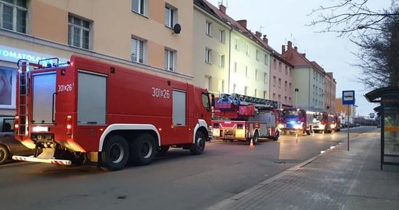 Poranny pożar przy ulicy Stanisława Dubois w Opolu nie był przypadkowy. Może chodzić o morderstwo i próbę jego ukrycia - dowiedzieli się nieoficjalnie reporterzy RMF FM. Podczas akcji strażacy znaleźli nadpalone zwłoki dwóch mężczyzn.