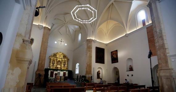 Kościoły mają pozostać otwarte na Wielkanoc. Aby zwiększyć bezpieczeństwo wiernych, duchowni planują wprowadzić różne środki ostrożności. Na oryginalny pomysł wpadli dominikanie z Poznania. Do ich kościoła wejdą tylko wierni z zaproszeniem.