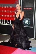 Rita Ora w ogniu krytyki. Poszło o jej ostatni teledysk