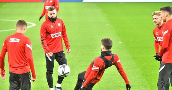 Wieczornym meczem na wyjeździe z Węgrami polscy piłkarze rozpoczną udział w eliminacjach mistrzostw świata. W ciągu tygodnia rozegrają łącznie trzy spotkania, ale już od wyniku w Budapeszcie może zależeć wiele w tej grupie. Początek o godz. 20:45.