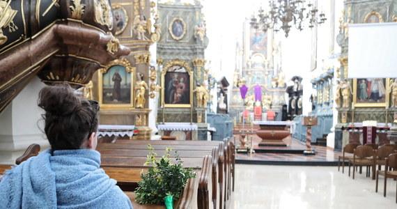 Rząd rozważa wprowadzenie nowych obostrzeń w kościołach na Święta Wielkanocne. Czy zdecyduje się na ich zamknięcie? Były Główny Inspektor Sanitarny Andrzej Trybusz mówi, że taka decyzja powinna bezwzględnie zapaść. Jakie są ustalenia dziennikarzy RMF FM?