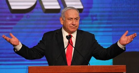 Izraelska centralna komisja wyborcza opublikowała w czwartek wieczorem ostateczne wyniki wtorkowych wyborów do parlamentu. Po raz kolejny zarówno premier Benjamin Netanjahu, jak i jego przeciwnicy nie mają większości potrzebnej do utworzenia stabilnej koalicji rządowej.