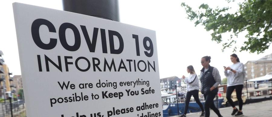 Po raz pierwszy od połowy października liczba chorych na Covid-19 w brytyjskich szpitalach spadła poniżej 5 tys., podczas gdy jeszcze w połowie stycznia było ich prawie 40 tys. - wynika z podanych w czwartek statystyk. Szybko spada też liczba nowych zgonów.