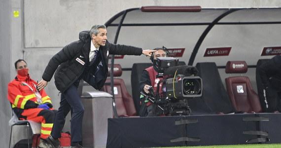 Debiutujący na ławce trenerskiej piłkarskiej reprezentacji Polski Portugalczyk Paulo Sousa uważa, że biało-czerwoni zasłużyli na wygraną w Budapeszcie z Węgrami w 1. kolejce eliminacji mistrzostw świata. Spotkanie zakończyło się jednak remisem 3:3.