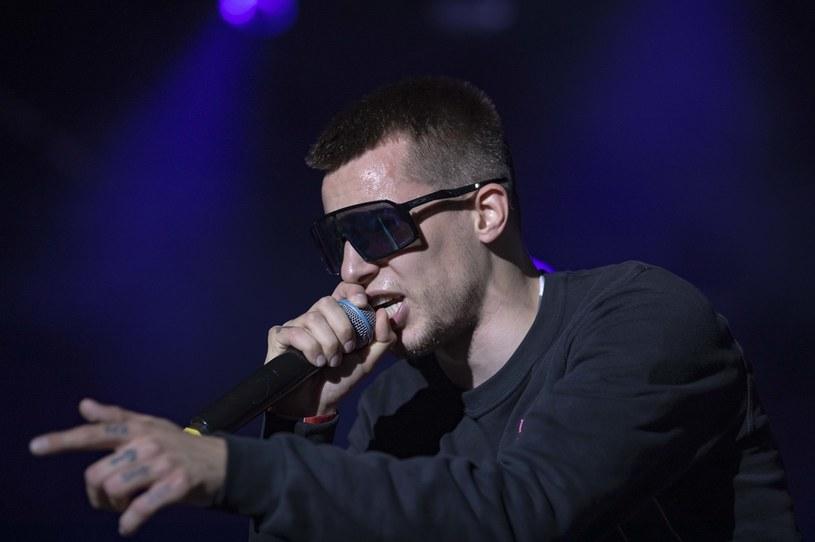 Raper Żabson ujawnił, że przeszedł zakażenie koronawirusem. Z chorobą walczył prawie trzy tygodnie.