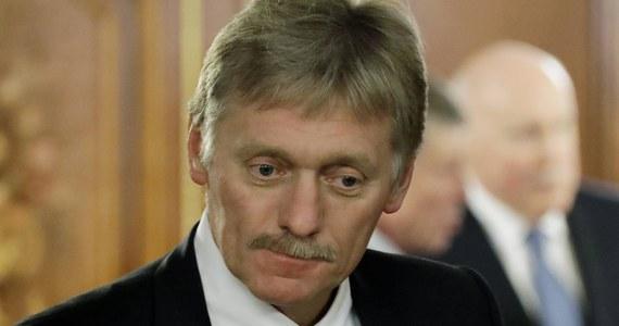 """Rosja i Chiny nie zgadzają się z narzucaniem przez Stany Zjednoczone ich pojęcia demokracji - oświadczył w piątek rzecznik Kremla Dmitrij Pieskow. Oskarżył Waszyngton, iż próbuje """"narzucać krajom na całym świecie to, co nazywa demokracją""""."""