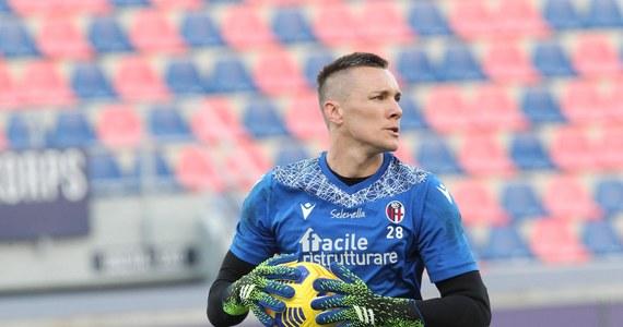 Bramkarz piłkarskiej drużyny narodowej Polski Łukasz Skorupski ma pozytywny wynik testu na koronawirusa - poinformował rano team menedżer reprezentacji i rzecznik prasowy PZPN Jakub Kwiatkowski.