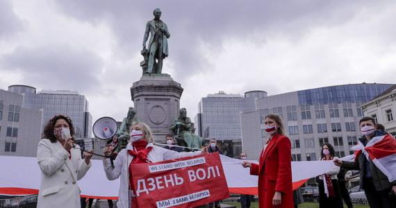 """Sprawę karną za działania na rzecz - jak to ujęto - """"rehabilitacji nazizmu"""" - wszczęła prokuratura w Grodnie wobec dziennikarza i aktywisty Pawła Mażejki oraz malarza Alesia Puszkina. Według telewizji Biełsat Mażejka został zatrzymany."""