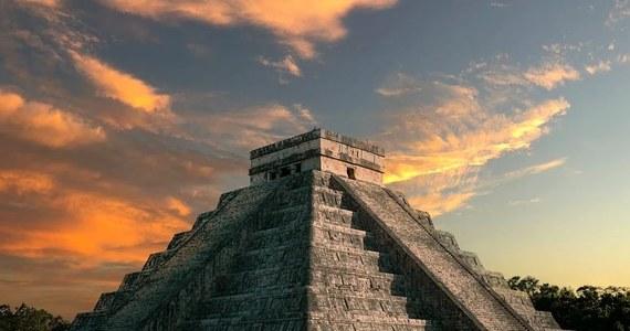 Władze Meksyku zamknęły dla odwiedzających ruiny położonego na półwyspie Jukatan miasta Majów Chichen Itza z powodu nieprzestrzegania przez niektórych odwiedzających przepisów sanitarnych i nienoszenia przez nich maseczek.