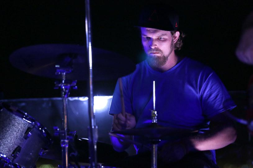 Steven Johnson, perkusista zespołu Alabama Shakes, został aresztowany. Postawiono mu zarzuty znęcania się nad dziećmi. To nie pierwsze jego problemy z prawem.