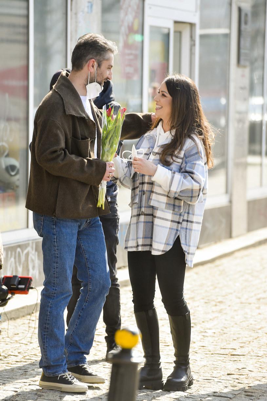 """""""Nie podchodzimy zupełnie poważnie do życia. Wiele problematycznych sytuacji rozwiązujemy z uśmiechem"""" - mówi Katarzyna Pakosińska, która wraz z mężem Iraklim Basilashvilim wzięła udział w nowym programie TVN """"Power Couple""""."""