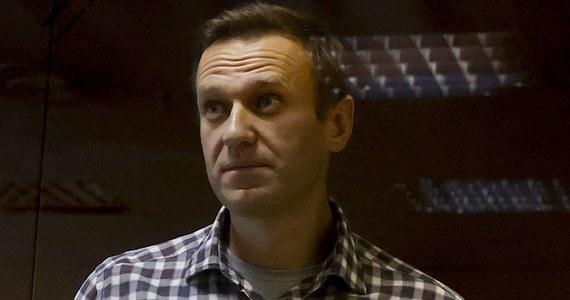 Rosyjski opozycjonista Aleksiej Nawalny otrzymał sześć nagan w kolonii karnej, której jest więźniem, w ciągu zaledwie dwóch tygodni. Informacja o tym ukazała się w poniedziałek na koncie Nawalnego na Facebooku. Dwie nagany grożą skierowaniem do karceru.