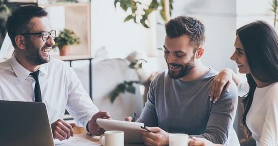 Planujesz wziąć kredyt hipoteczny na mieszkanie, ale nie wiesz, która oferta będzie dla Ciebie najlepsza? W takiej sytuacji dobrym wyjściem będzie skorzystanie z pomocy eksperta finansowego, który przeprowadzi Cię przez wszystkie etapy związane z kredytem.