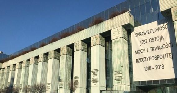 Sejm odrzucił senackie poprawki zakładające wykreślenie zapisów nowelizacji ustawy o Sądzie Najwyższym, które nie odnoszą się do dłuższego terminu na wnoszenie skarg nadzwyczajnych. Posłowie przyjęli za to poprawkę dodatkowo wydłużającą termin dla tych skarg.