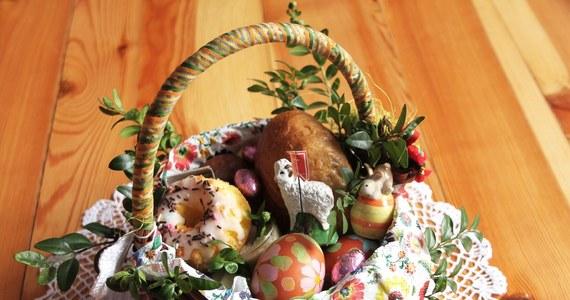 W Wielką Sobotę tradycyjnie święcimy pokarmy, które potem wspólnie z rodziną jemy podczas uroczystego wielkanocnego śniadania. Co powinno się znaleźć w wielkanocnym koszyczku?