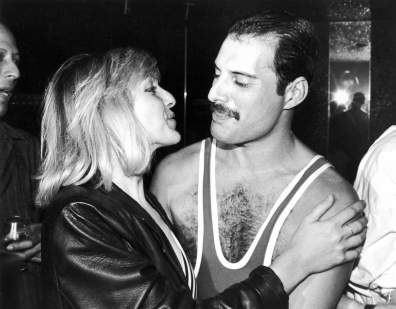 Rose Pearson i Freddie Mercury byli parą, gdy oboje studiowali na Ealing Art College. Dziewczyna postanowiła zerwać z przyszłym wokalistą zespołu Queen, gdy nabrała podejrzeń, że jest on gejem. Zaczęła snuć domysły na temat jego prawdziwej orientacji seksualnej przy okazji pozornie błahych sytuacji podczas ich wspólnych wyjść do muzeum i kina.
