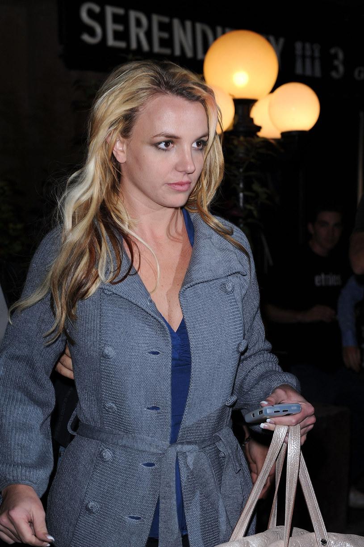 """Britney Spears skomentowała zamieszanie wokół dokumentu dotyczącego jej życia """"Framing Britney Spears"""". Fani są przekonani, że za oświadczeniem stoi jej ojciec, Jamie Spears."""