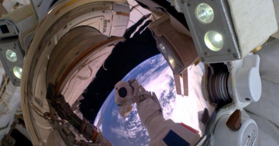 Europejska Agencja Kosmiczna ogłasza nabór na stanowisko astronauty. To wyjątkowa oferta - ostatni raz taka rekrutacja odbyła się niemal 11 lat temu. Podczas podobnej rekrutacji NASA swoje CV przesłało ponad 12 tysięcy kandydatów. To dowód na to, że zawód astronauty jest wciąż jedną z najbardziej obleganych profesji na świecie.