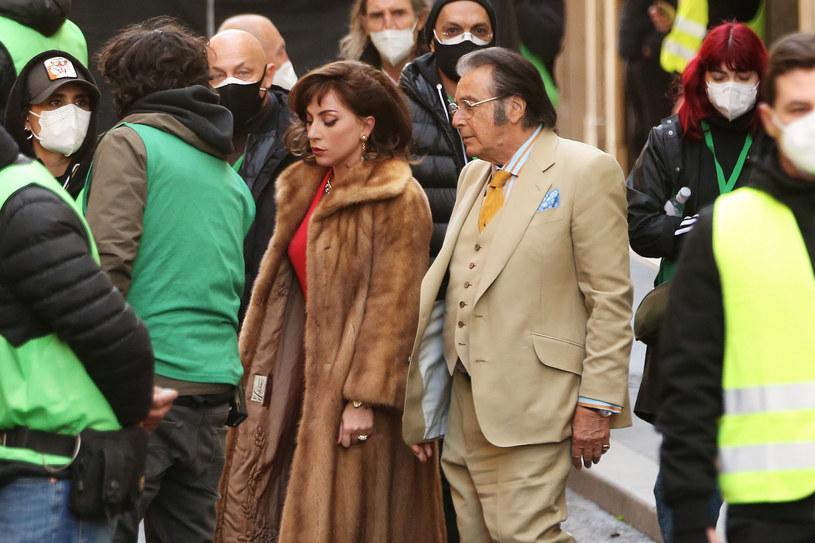 """24 listopada tego roku w kinach ma pojawić się najnowszy film Ridleya Scotta zatytułowany """"House of Gucci"""". Opowie on historię morderstwa na zlecenie, którego ofiarą został Maurizio Gucci, wnuk założyciela marki. Zdjęcia do tej produkcji już trwają i budzą kontrowersje wśród spadkobierców Guccio Gucciego."""