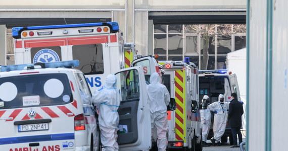 Dwie osoby z działu technicznego szpitala tymczasowego w Międzynarodowych Targach Poznańskich zostały zwolnione dyscyplinarnie po tym jak wczoraj w placówce zabrakło tlenu. Konieczna była ewakuacja 12 osób do innych szpitali.