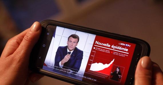 Prezydent Francji Emmanuel Macron ogłosił podczas telewizyjnego orędzia do narodu wprowadzenie lockdownu na terenie całego kraju. Nowe obostrzenia sanitarne będą obowiązywały od 3 kwietnia do 2 maja.