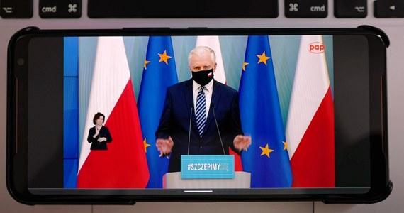 Kończymy prace nad dokumentem przemyślanej polityki migracyjnej. Będzie zawierał on pakiet instrumentów ułatwiający zatrudnianie cudzoziemców w branżach, w których brakuje polskich rąk do pracy - powiedział w czwartek wicepremier, minister rozwoju, pracy i technologii Jarosław Gowin.