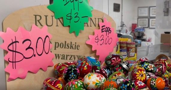 Polonia za oceanem szykuje się do Wielkanocy. Od wielu dni prawdziwe oblężenie przeżywają polskie sklepy – donosi korespondent RMF FM w Waszyngtonie, Paweł Żuchowski.  Jak relacjonuje, Polacy kupują nie tylko rodzime świąteczne przysmaki, ale także wielkanocne dekoracje.
