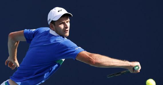 Rozstawiony z numerem 26. Hubert Hurkacz pokonał Greka Stefanosa Tsitsipasa (2.) 2:6, 6:3, 6:4 i awansował do półfinału turnieju ATP rangi Masters 1000 na kortach twardych w Miami (pula nagród 3,34 mln dol.). Polski tenisista czeka na wyłonienie kolejnego rywala.