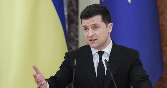Ukraińska armia jest zdolna do tego, by stawić opór komukolwiek, ale Ukraina wybrała dyplomatyczną ścieżkę reintegracji swoich terytoriów - oświadczył w piątek prezydent Ukrainy Wołodymyr Zełenski po posiedzeniu Rady Bezpieczeństwa Narodowego i Obrony tego kraju.