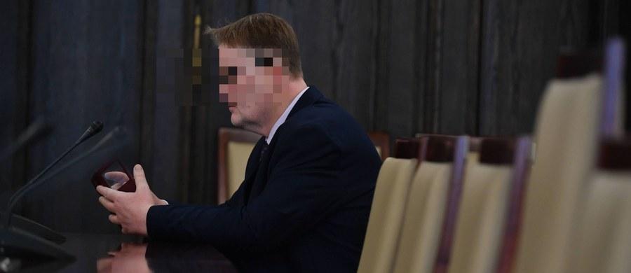 Sąd nie uwzględnił wniosku o areszt dla byłego senatora PiS Waldemara B., podejrzanego o znęcanie się nad psem ze szczególnym okrucieństwem. Mężczyzna ma dozór policyjny i zakaz zbliżania się do świadków.